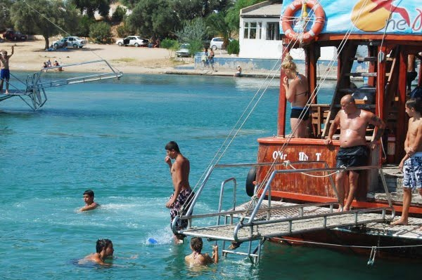 boat trips in Altinkum