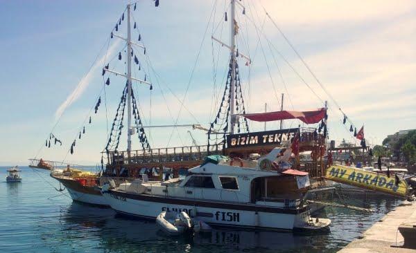 Flying fish boat Altinkum