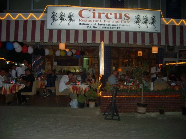 Altinkum restaurants - circus cafe