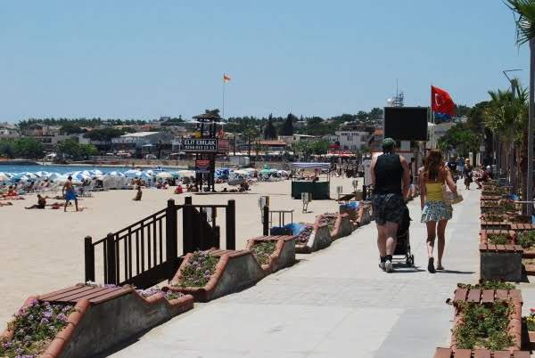 Altinkum main beach promenade